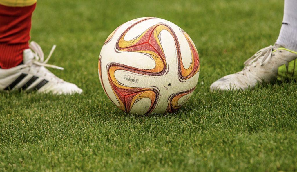Lech - Legia, Borussia - Schalke, Tottenham - Man Utd. To będzie gorący weekend w piłce nożnej! Gdzie mecze online za darmo? (14-15 marca)